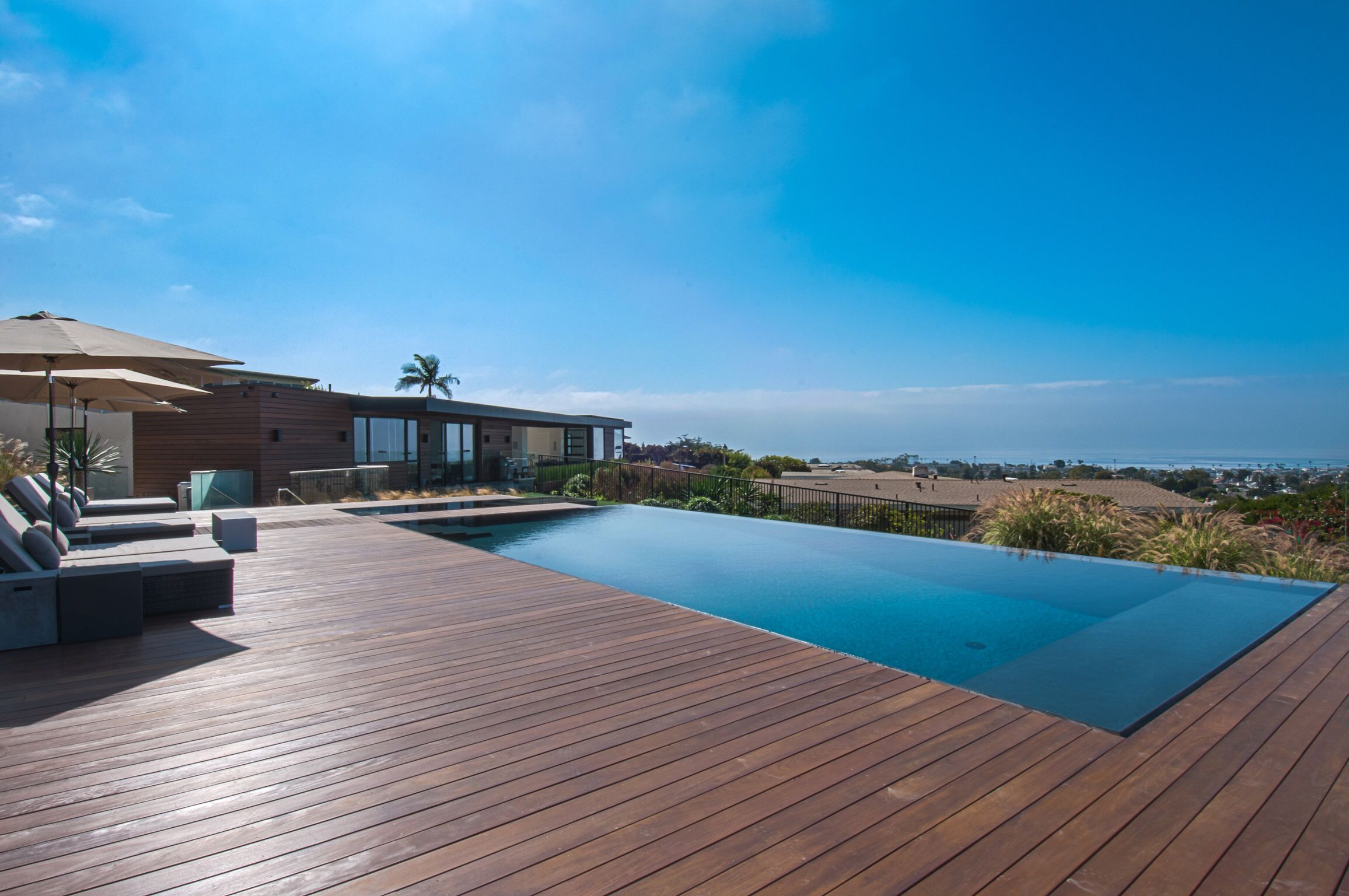 Stunning And Serene Infinity Edge Pool And Jacuzzi With Ipe Wood Deck Modern Pools Custom Homes Pool