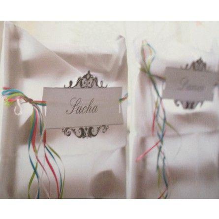 Geniale Stuhlschilder für Eure Hochzeitsgäste und natürlich auch für das Brautpaar.  Ihr beschriftet die Papierschilder mit einem schönen Stift und dekoriert bunde Satinbänder als  Halterung an die Seiten. So sind die Schilder auch variabel an jede Stuhlgröße anpassbar.  Inhalt: 6 Stück Material: Papier