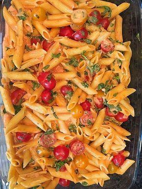 Cremiger Nudelauflauf mit Tomaten und Mozzarella #vegetarischerezepteschnell