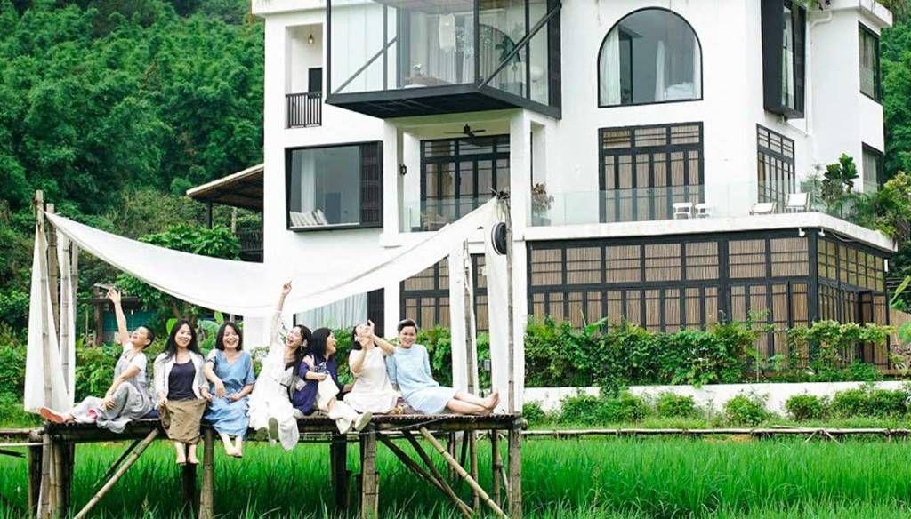 Comprano una villa per stare insieme tutta la vita: la scelta di 7 amiche | DiLei