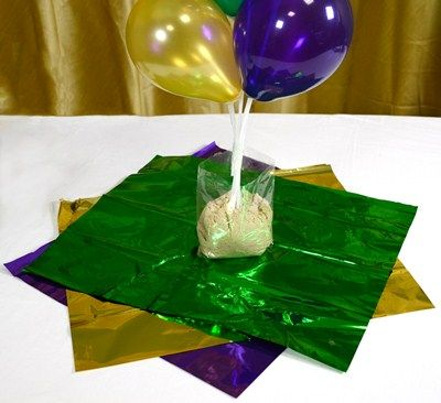Mardi gras centerpieces party ideas by mardi gras outlet for Helium balloon centerpieces