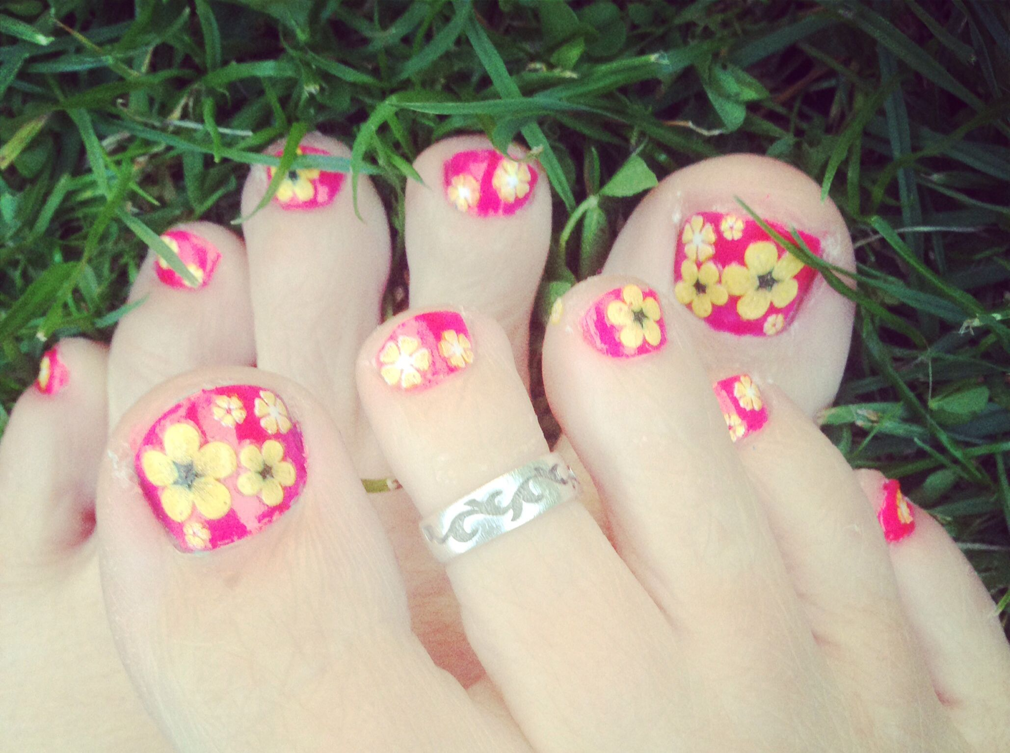 Pretty Flower Design Toe Nails For The Summer With Nail Stickers