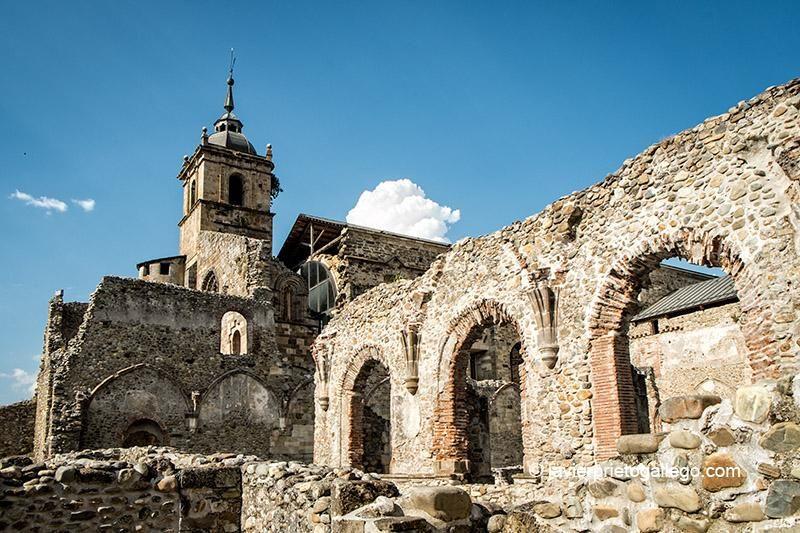 Santa María de Carracedo, Carracedelo, León. S.X-XII Románico-protogótico, semiruinoso.