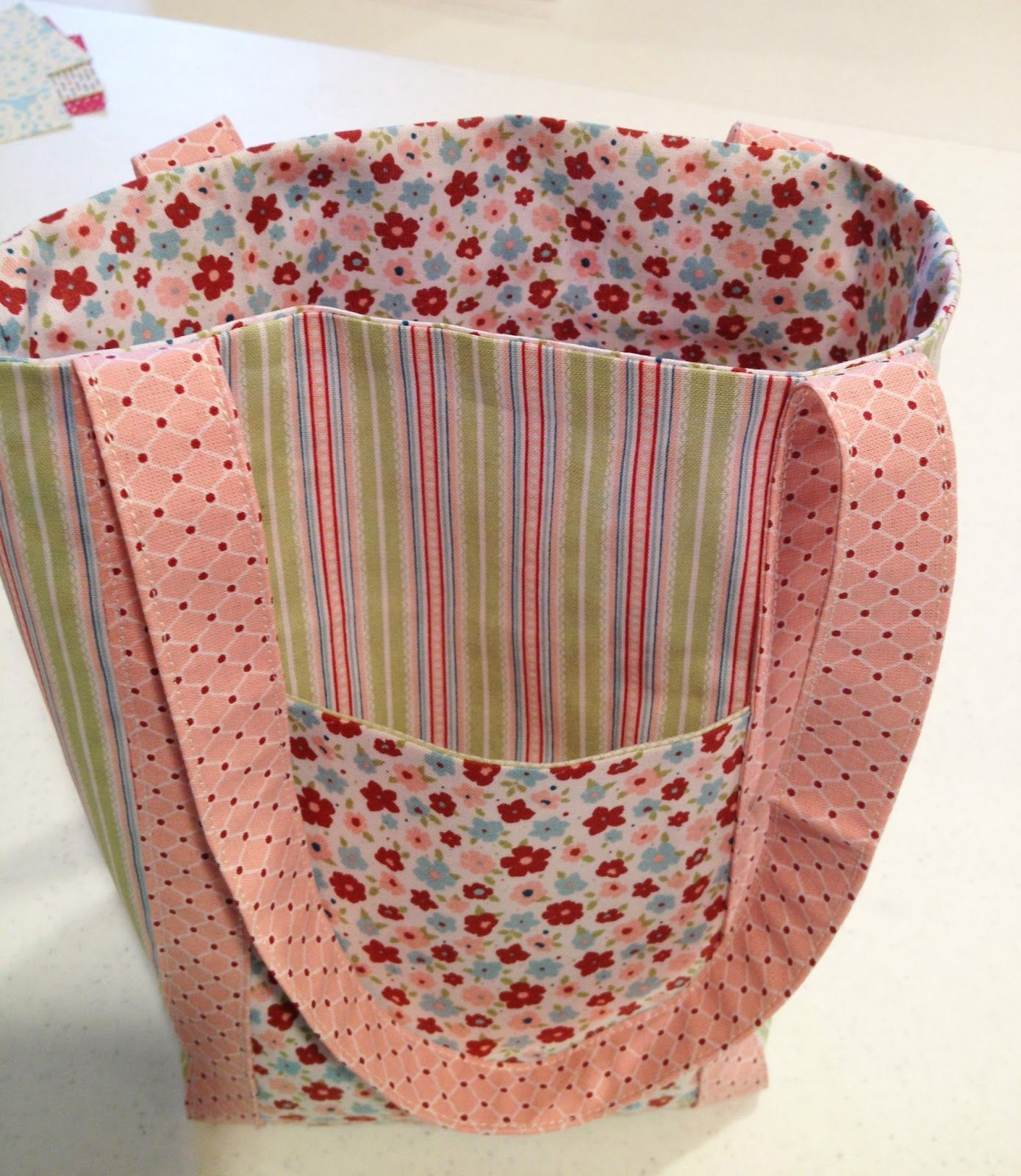 Diy Fat Quarter Projects From My Pad To Yours Fabric Frenzy Fat Quarter Tote
