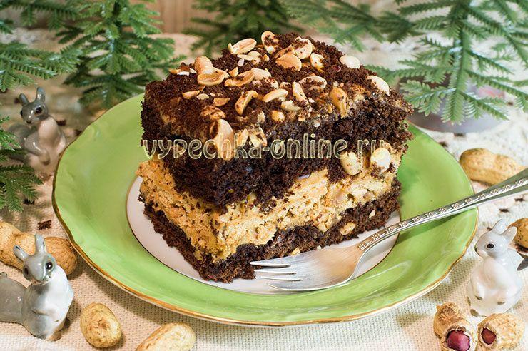 Бисквитный торт с черносливом и грецкими орехами - рецепт | 492x740