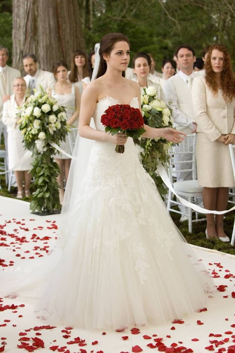 This Is How Much Bella Swan S Engagement Ring Is Worth Twilight Wedding Dresses Twilight Wedding Bella Swan Wedding Dress [ 1125 x 750 Pixel ]
