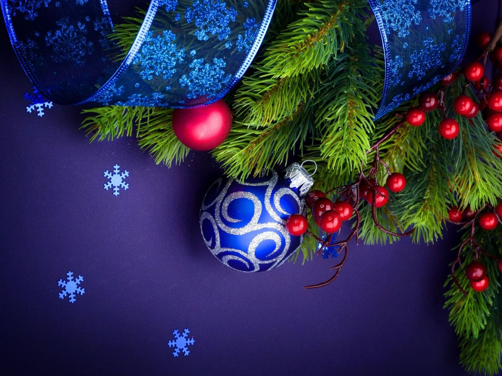 Download wallpaper 1600x1200 needles, thread, christmas decorations, snowflakes, ribbon, new year, christmas standard 4:3 hd background