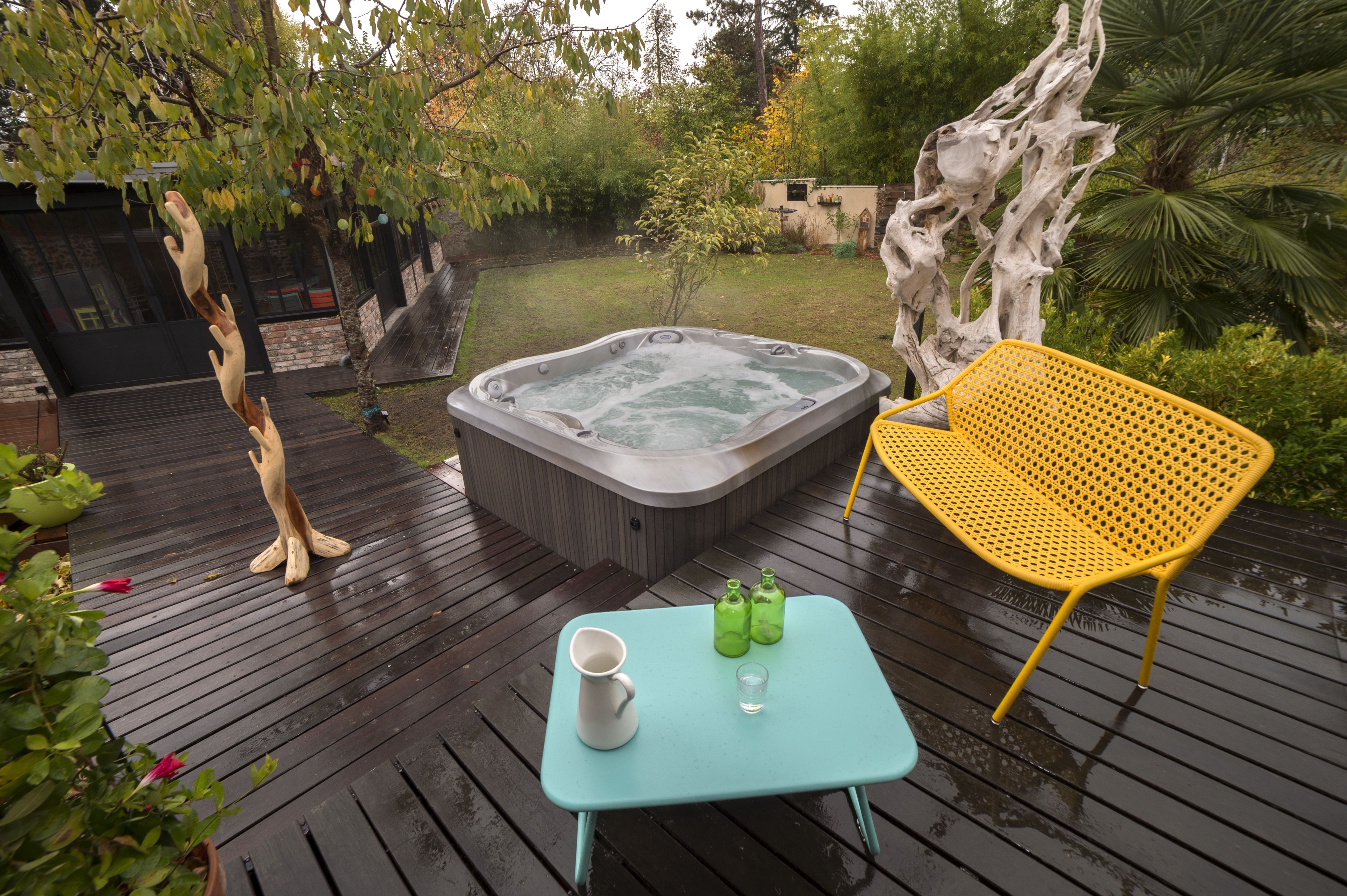 installation d 39 un spa jacuzzi j 335 dans le prolongement d 39 une terrasse en bois paris spas. Black Bedroom Furniture Sets. Home Design Ideas