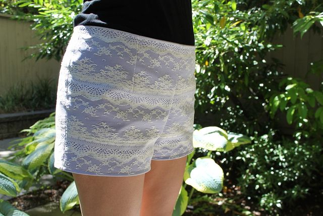Tutorial: Sew lace shorts