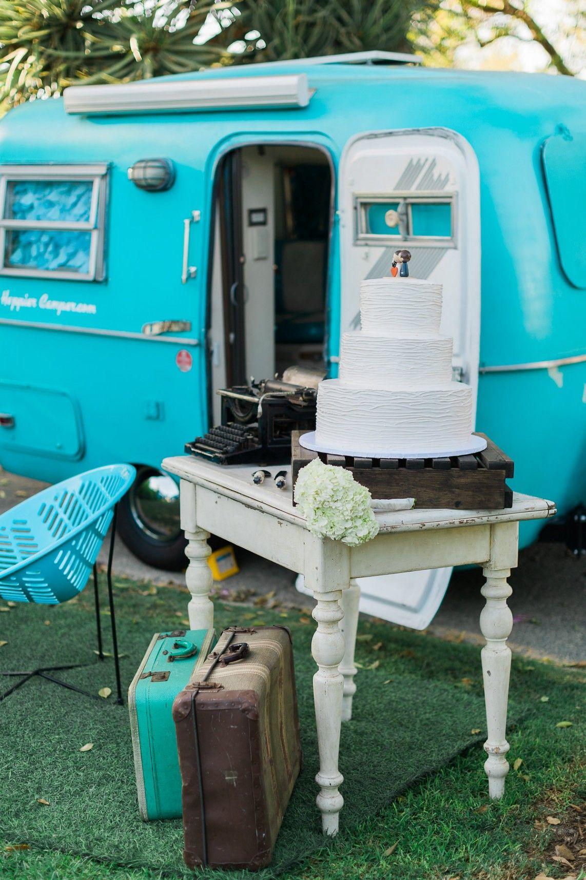 Cute Picnic California Wedding - wedding cake table. Photo: Jeremy Chou Photography