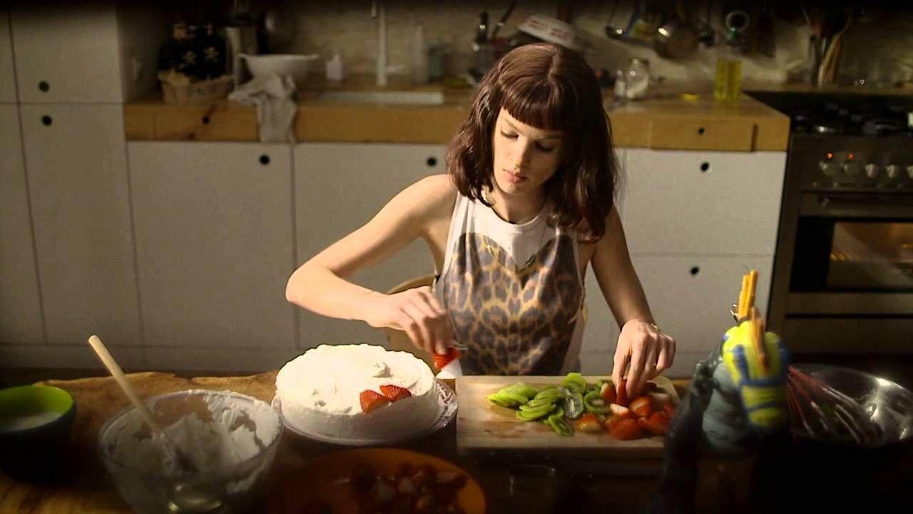 עברי לידר - אסתר אוכלת פחמימה - קליפ רשמי // Ivri Lider - Esther Eats A Carb