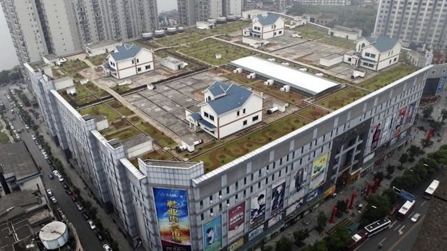 Houses Built On A Shopping Mall Roof Give Residents A Yard In The Middle Of The City Shopping Mall Building A House House Built