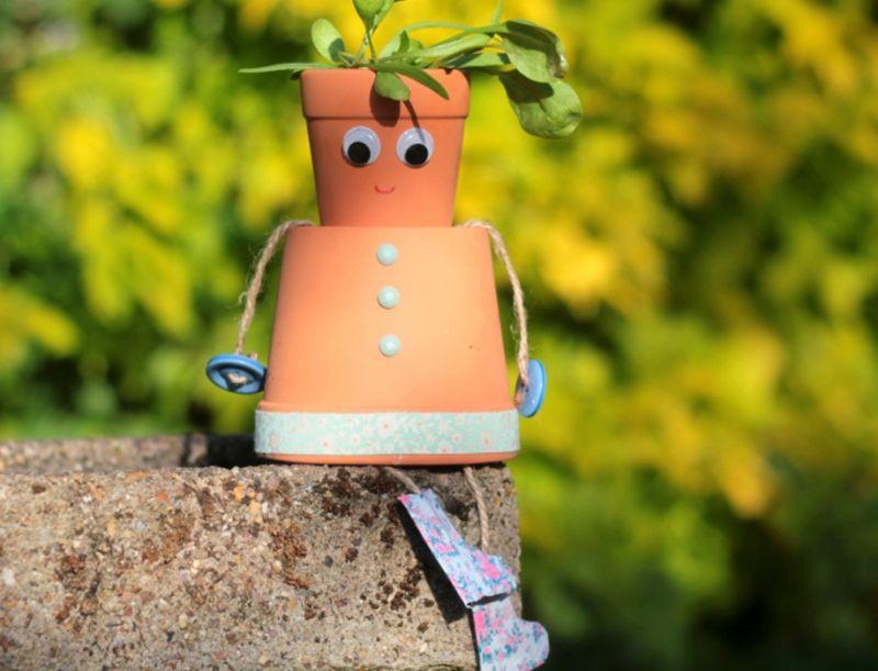 Pflanztopf wird zur Gartenfigur - Bastelidee
