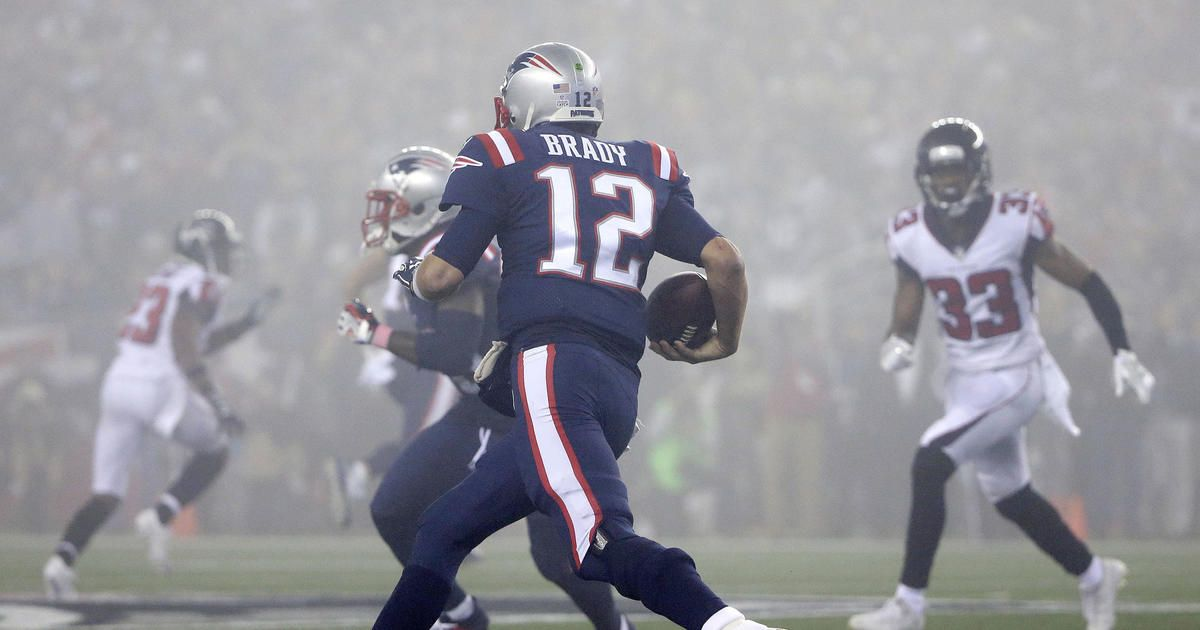 Tom Brady Is 32 Yards Shy Of Rushing For 1 000 Yards In His Career Scott Zolak Talks With Brady About Closing In On This Milesto Patriots Tom Brady Victorious