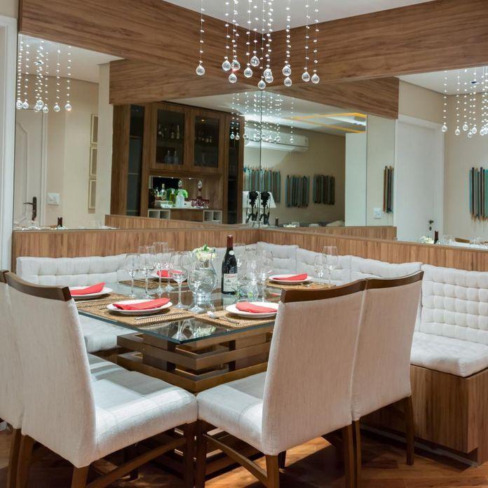 Sala de jantar com lustre e espelho de Raduan Arquitetura Cozinhas dispensas e comidas Sala  -> Decoração De Sala De Jantar Pequena Com Espelho