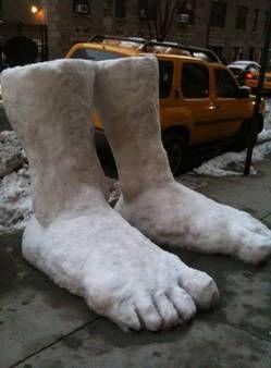 snow art - feet