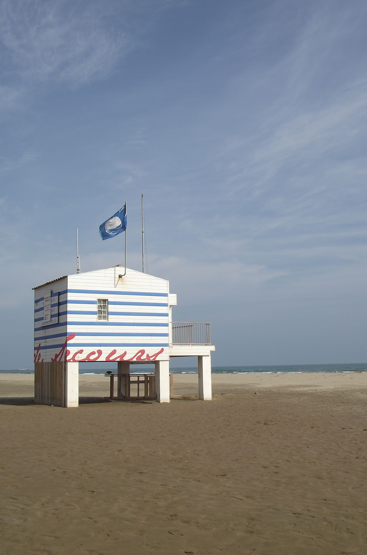 Plage Des Chalets A Gruissan poste de secours , plage des chalets | gruissan, chalet, plage