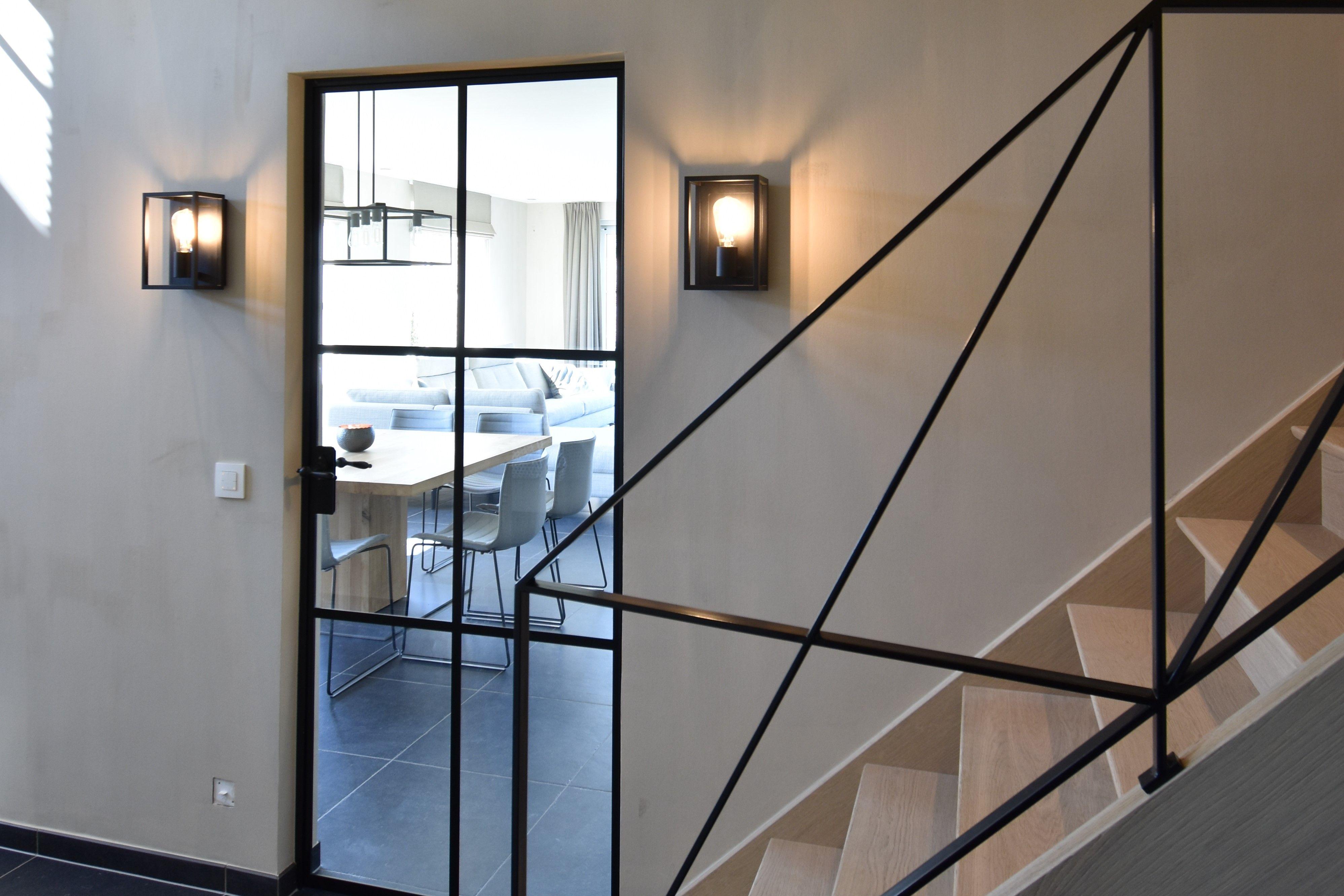 Totaalinrichting van landelijke woning met bijgebouw ontwerp en