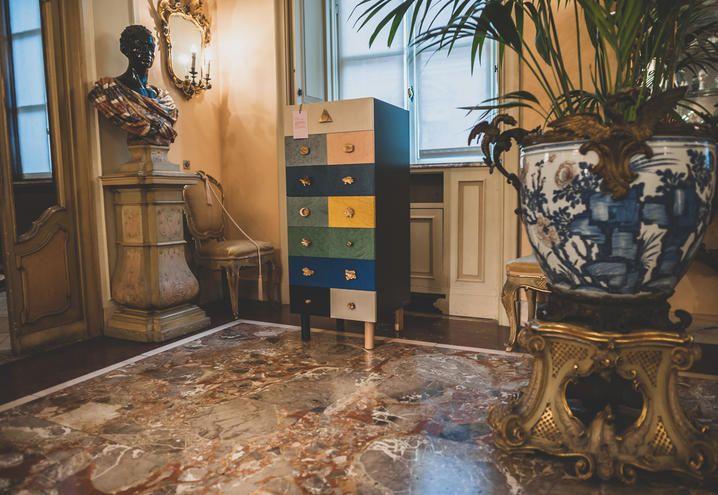 mostra-museo-poldi-pezzoli-cassettiera-colorata