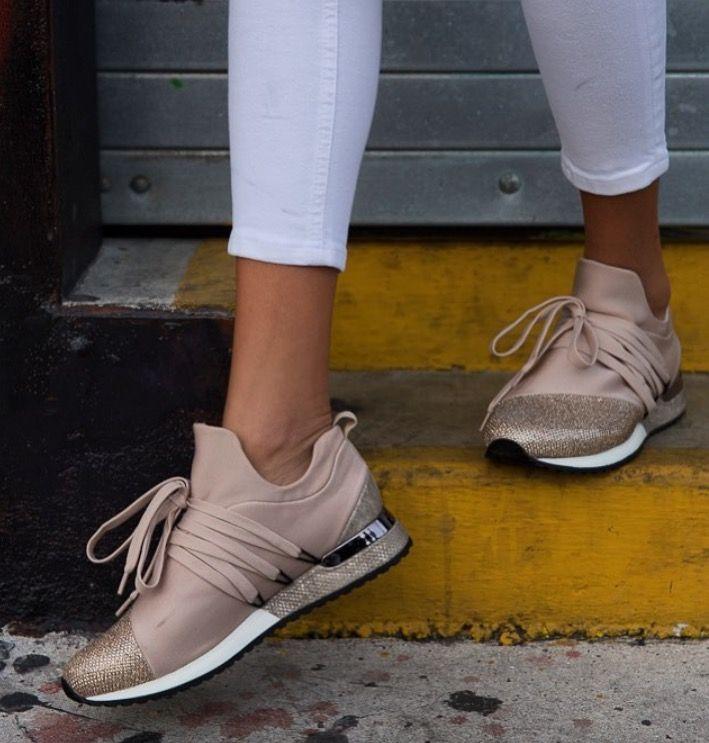 Show stopper ZORRO #sneakers •J/Slides
