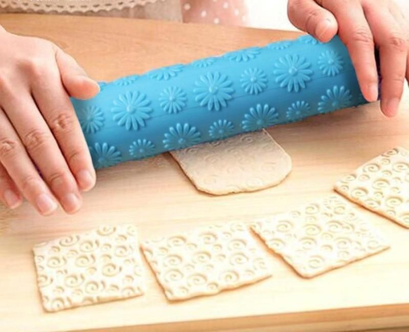 Portable Embossed Rolling Pin Heart Pattern Fondant Pastry Cake Decorating Tools