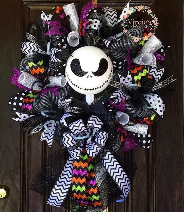 Not a huge wreath person or Halloween but imma need this right