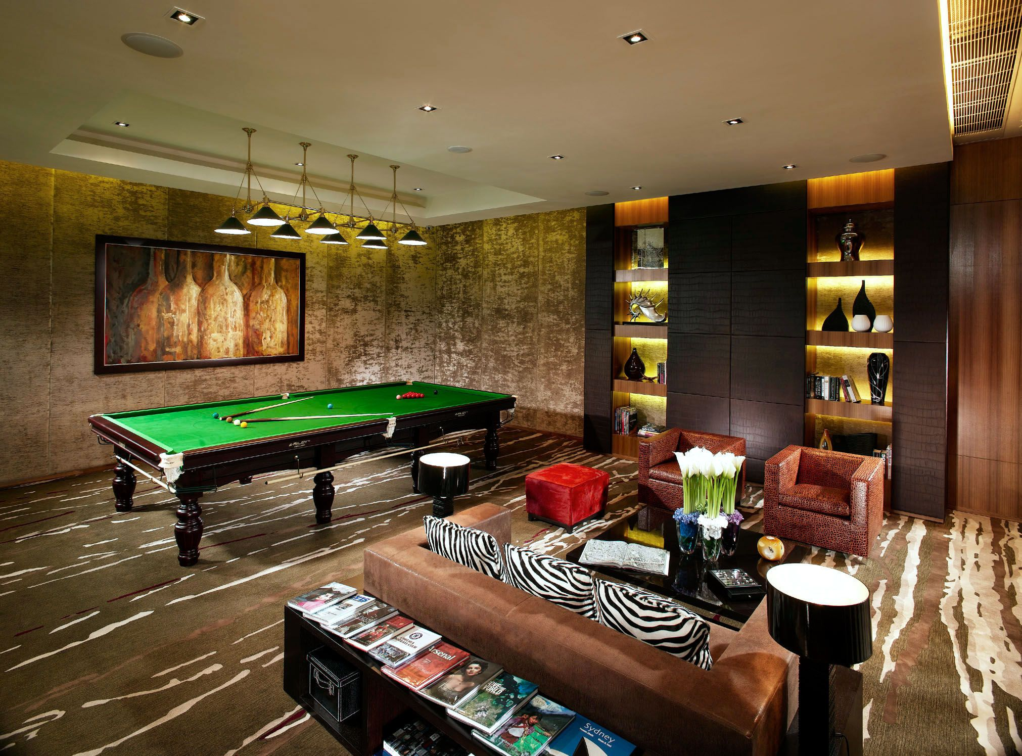 Sotano convertido en un cuarto de juegos | Hogar | Bar en casa, Sala ...
