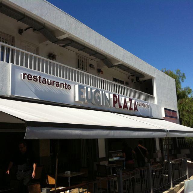 Toldos de brazos articulados para terrazas de bares y restaurantes
