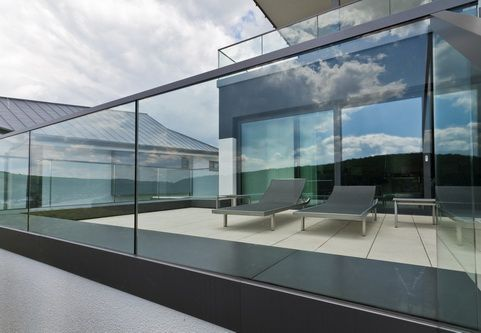 glass viewing railings upper deck trigg residence. Black Bedroom Furniture Sets. Home Design Ideas