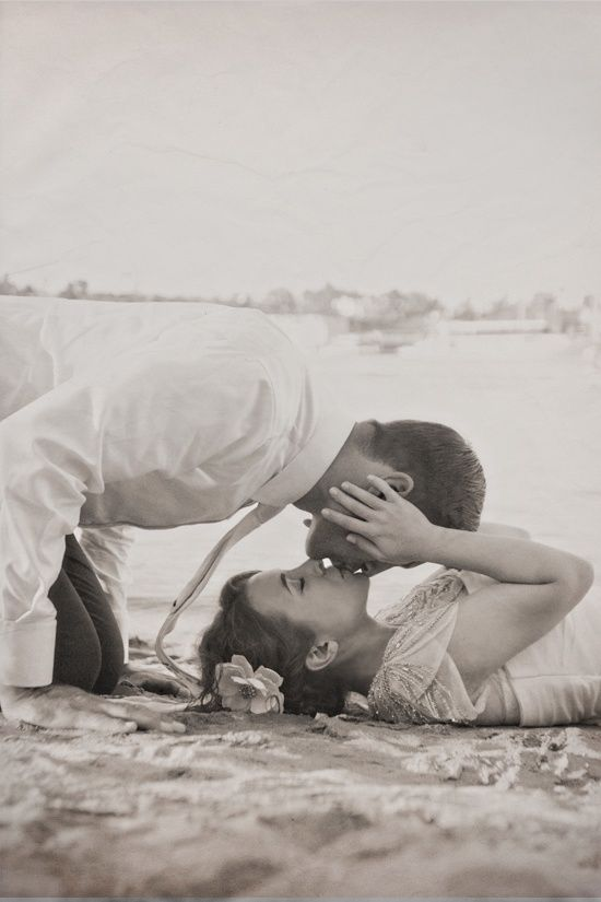 Love This Picture Idea Beach Wedding Photos Beach Wedding Photography Wedding Photography Poses