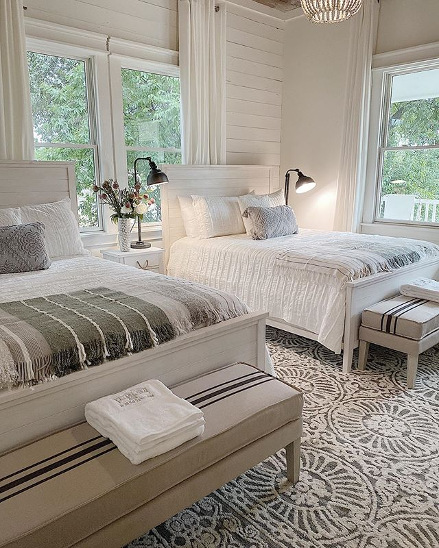 """Leslie Saeta on Instagram: """"This is the second bedroom in our Waco airbnb home. I call it the bb and b room because 99% of this room is from @bedbathandbeyond. You may…"""""""