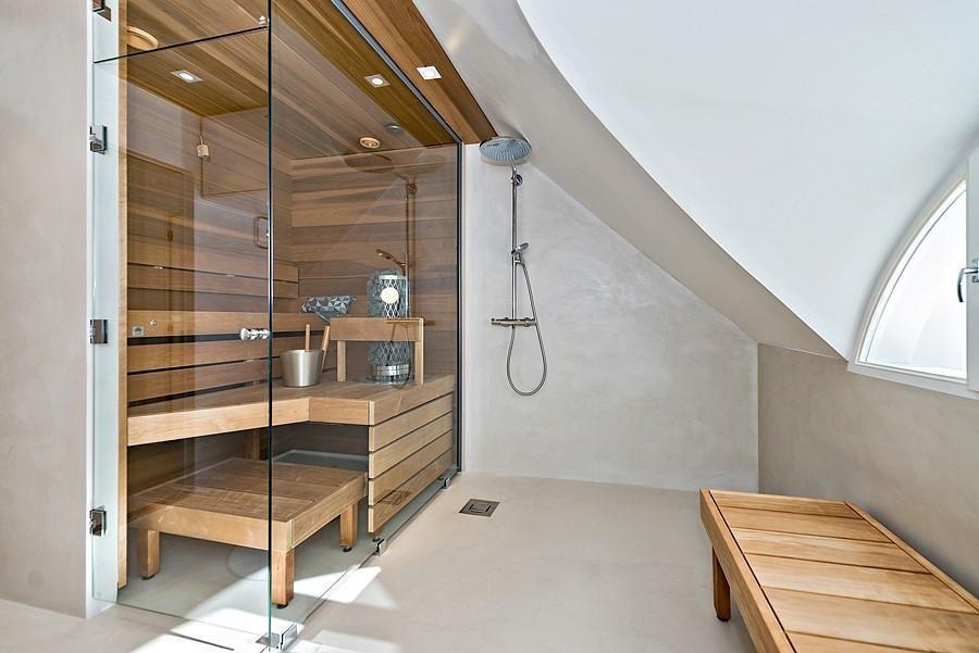 Tyylikäs sauna lasiseinällä