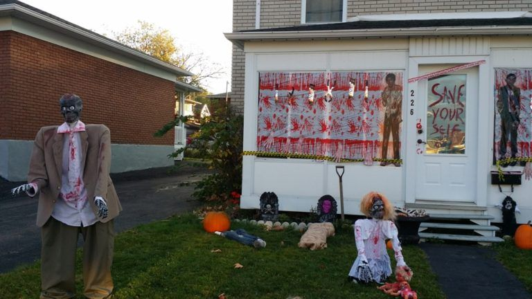 33 Best Scary Halloween Decorations Ideas Scary halloween and