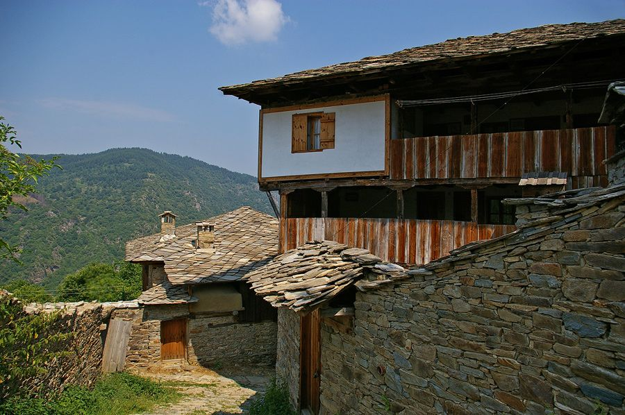 Kovachevitsa is one of the national architectural legends in serene Rodopi mountains of Southern Bulgaria.  #travel