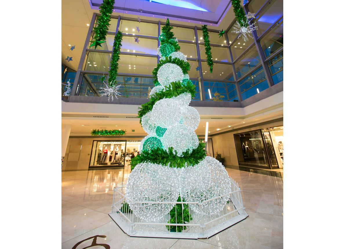Decoraci n de navidad 2013 14 en el centro comercial as - Decoracion arbol de navidad blanco ...