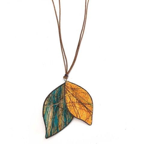 Colorful and lightweight leaves made from fibers harvested from the fique plant and dyed with natural coloring.
