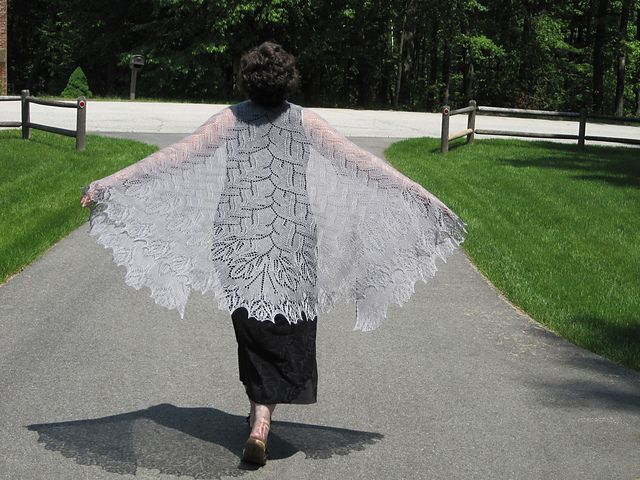 Ravelry: Project Gallery for Language of Roses pattern by Aino Haikala