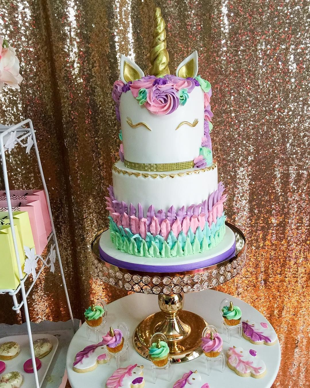 100 Amazing celebration cakes for all occasions - birthday cake ideas ,Impressive cakes ,anniversary cakes #cake #cakephoto #cakeideas #birthdaycake #celebrationcake