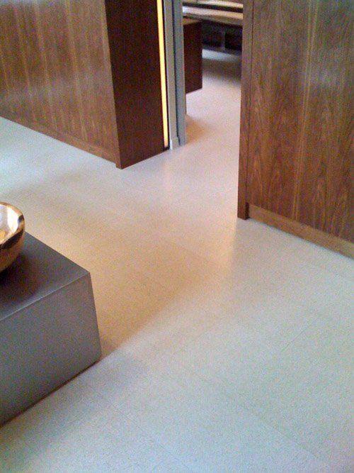Look! White Cork Flooring - parquet flottant pour cuisine