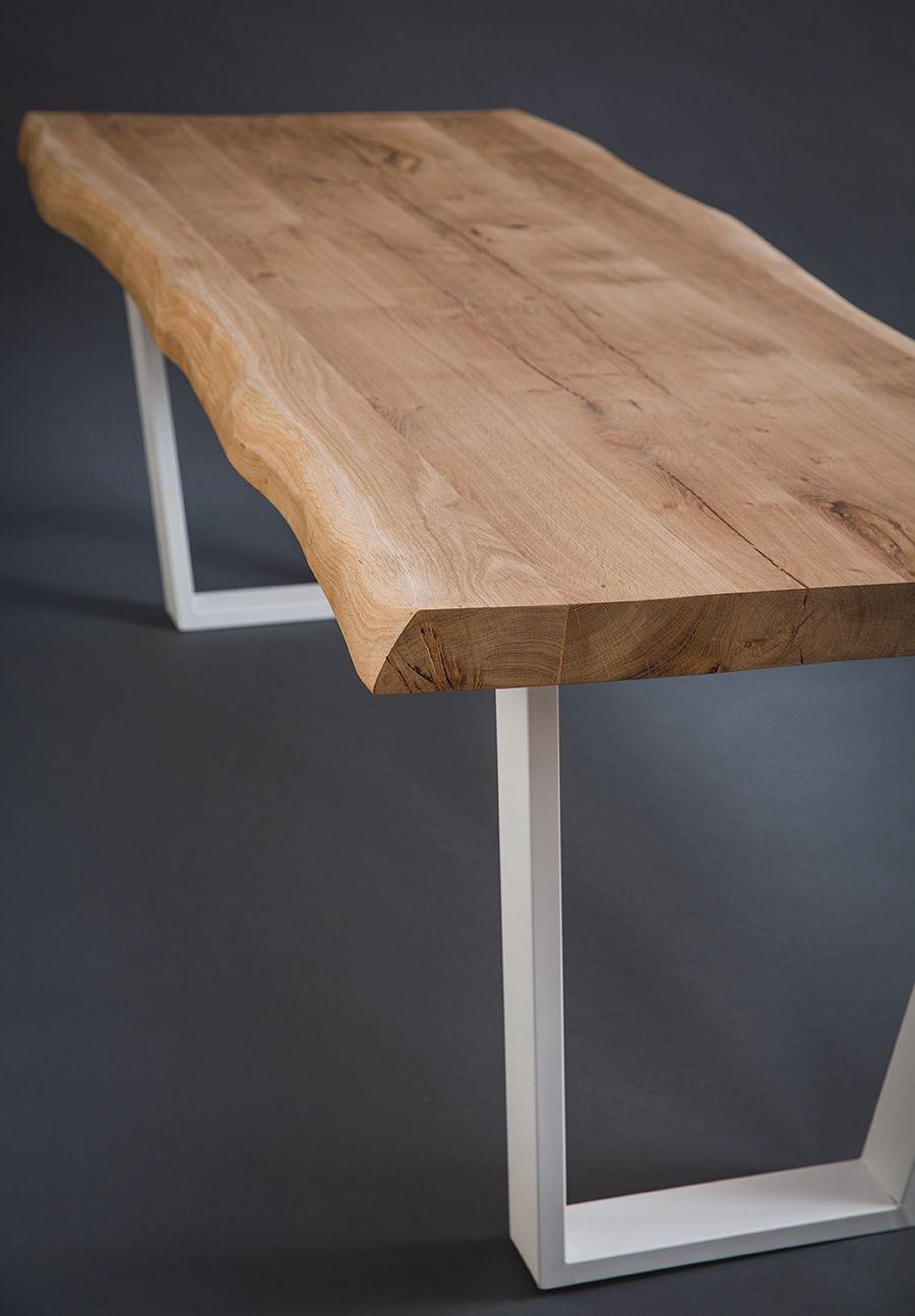 Vous Pouvez Admirer Ici Une Magnifique Table En Chene Rustique Dit Live Edge Un Plateau Qui A Enormeme Table Salle A Manger Table En Chene Salle A Manger Bois