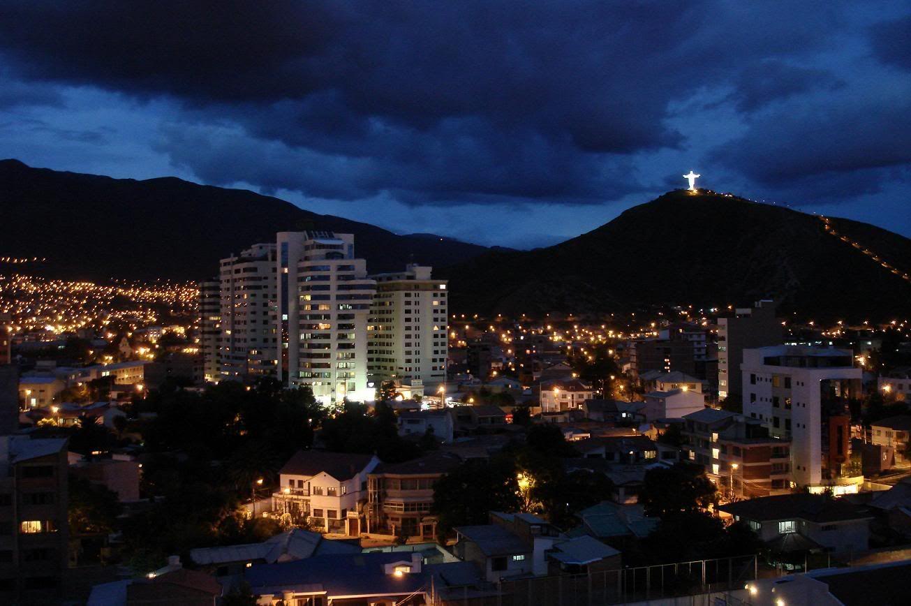 Cochabamba Es Un Cuidad En El Centro De Bolivia Es El Ciudad Cuatro Más Grande En Bolivia Yo Recomiendo Visitar Cochab Skyline Paris Skyline Seattle Skyline