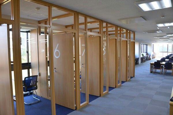 香川大学図書館学習個室 自習室 図書館デザイン 内装