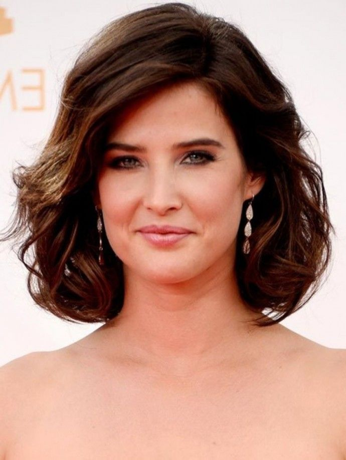 25 stunning mid length hairstyles for round faces  bob