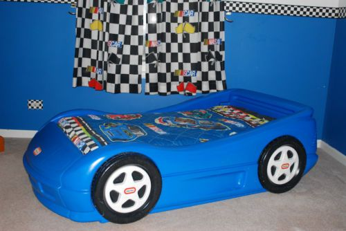 LITTLE TIKES RACE CAR TODDLER BED WITH MATTRESS