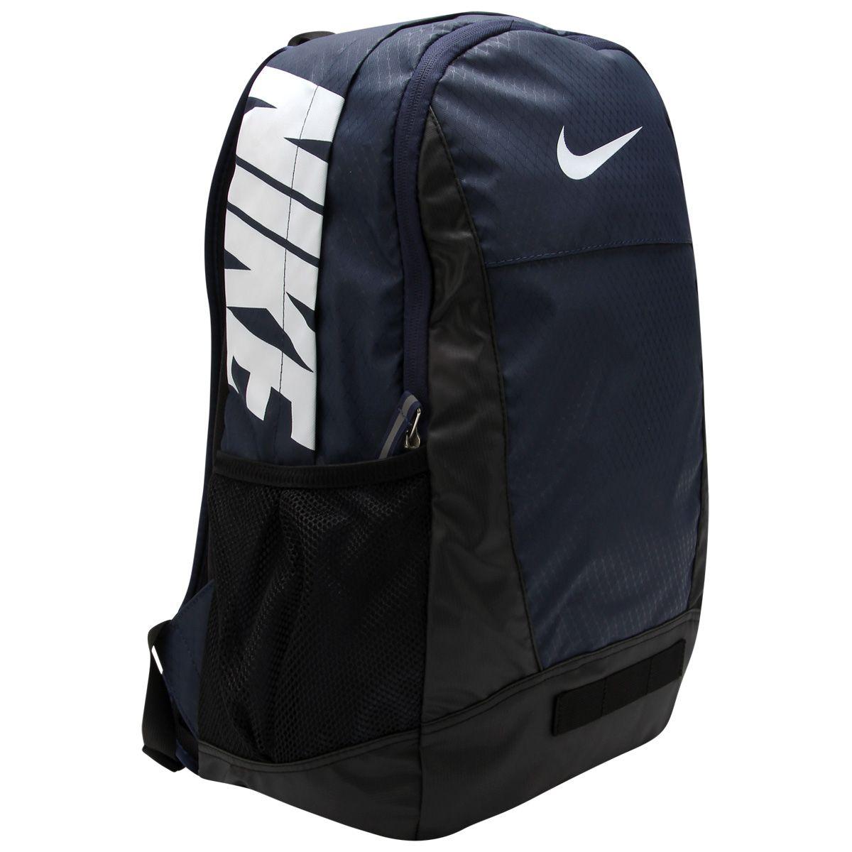 248688f6b Resistente e impermeável, a Mochila Nike Team Training Max Air Medium é  perfeita para transportar seus objetos no dia a dia com conforto e  resistência.