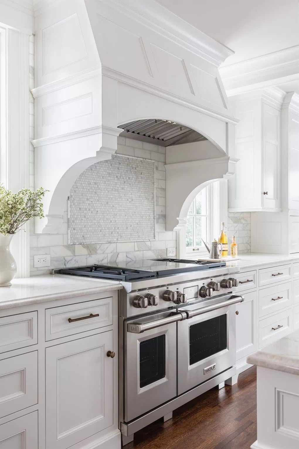 Midwest Home, hood with backsplash | Kitchen Backsplash | Pinterest ...