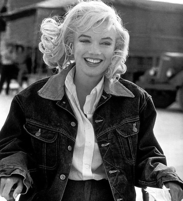 Marilyn photographed by Eve Arnold on set of The Misfits