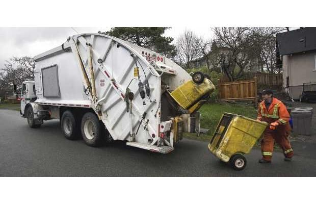 Saanich mulls dropping of backyard garbage pickup     Move could come in 2014 when kitchen scraps will be collected separately