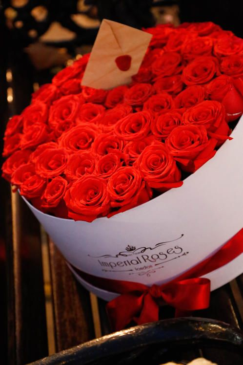 Imperial Roses Is An Exclusive Flower Delivery Firm Based In South West London That Specialises In The Art Of Craft Gift Bouquet Imperial Roses Flower Delivery