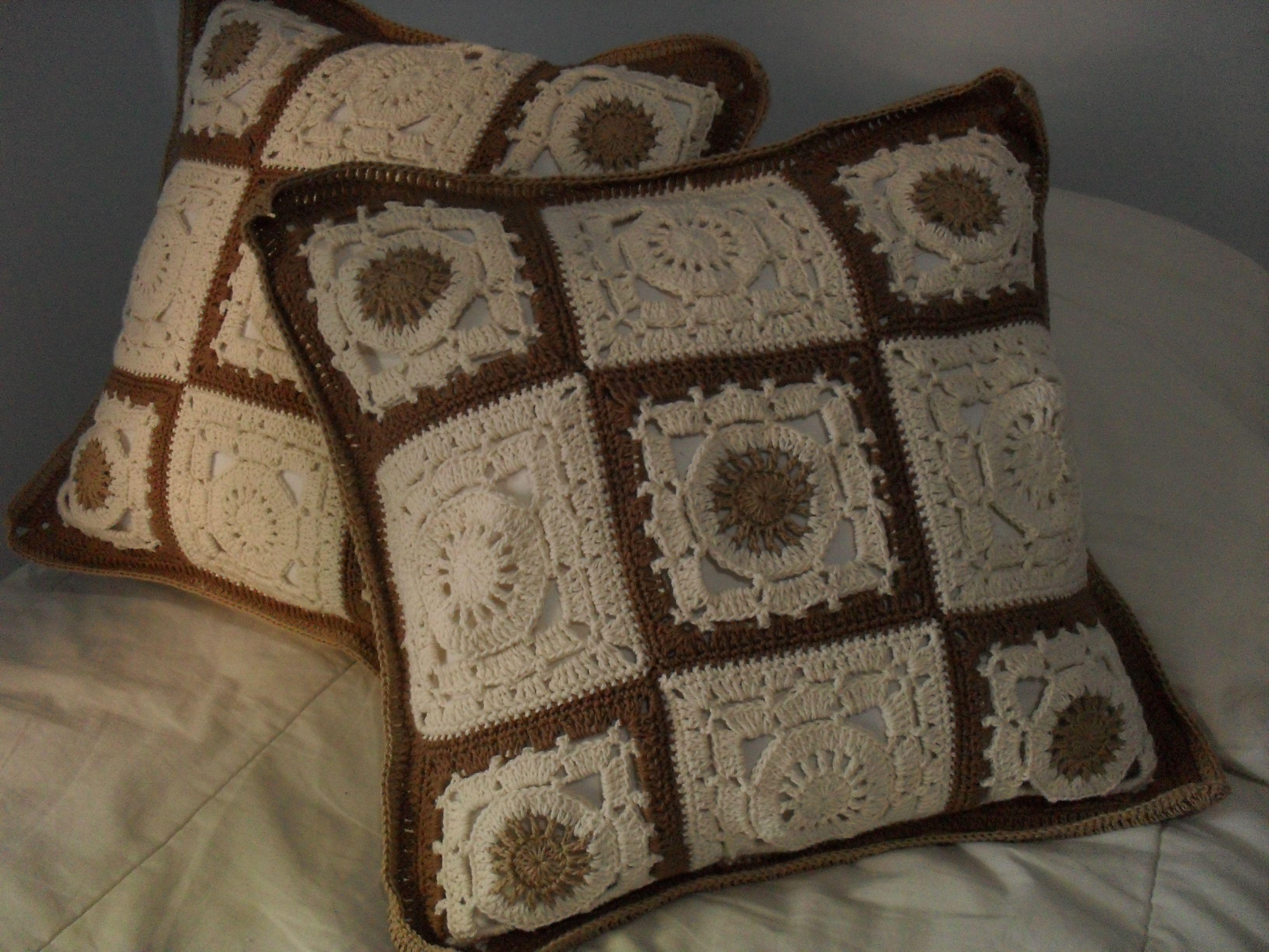 Hermosos almohadones artesanales tejidos en hilo macrame - Aplicaciones de crochet para colchas ...